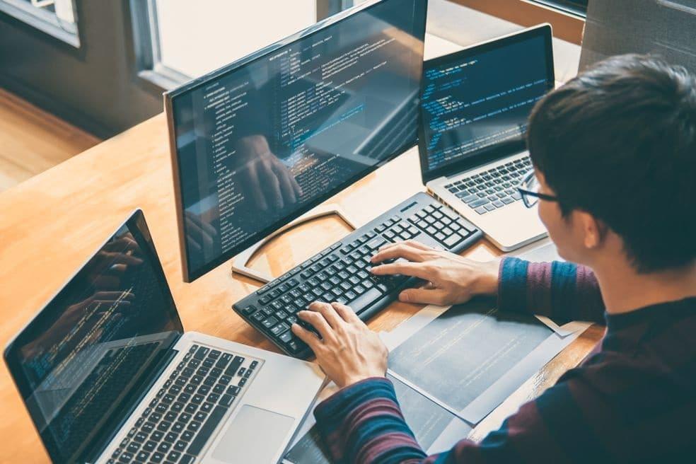 En quoi consiste le métier de développeur web ?